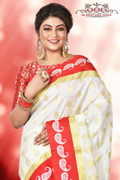 4d4dd6484b Banarasi sarees are of different types, namely tussar, silk, tissue,  zardousi, tanchoi, karial, pashmina and so on. Nowadays brides are choosing  mainly ...