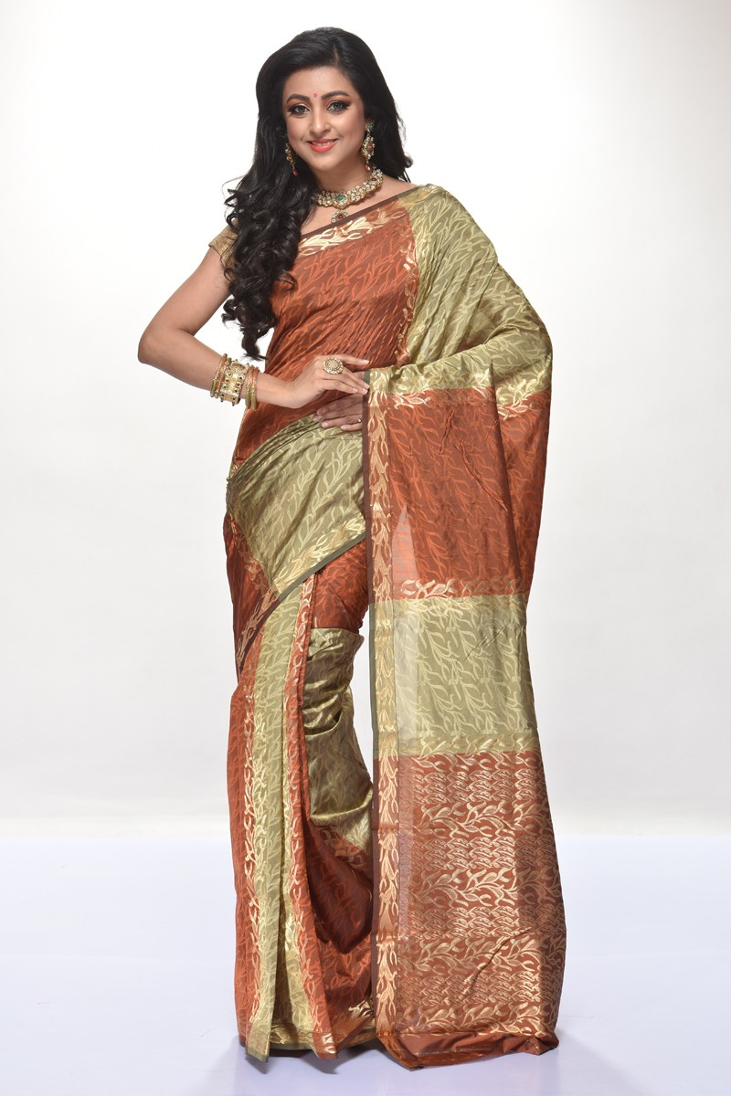 ec0004b9fc Top 5 Must Have Gorgeous Silk Sarees Avaialable Online
